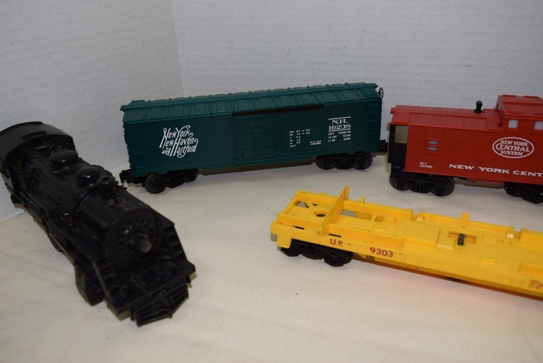 LIONEL LOCOMOTIVE 1062 & 5 TRAIN CARS - 3