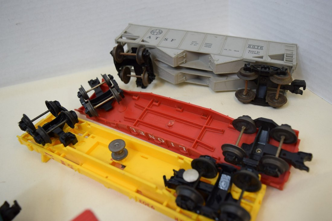 LIONEL LOCOMOTIVE 1062 & 5 TRAIN CARS - 5