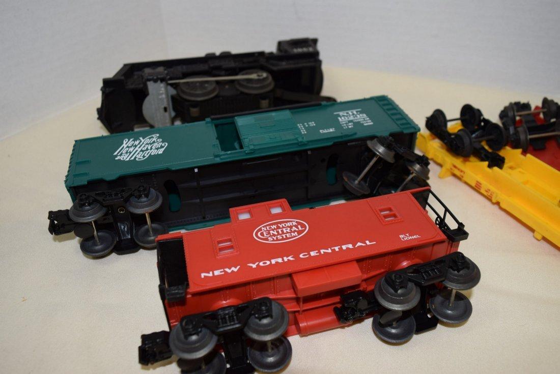 LIONEL LOCOMOTIVE 1062 & 5 TRAIN CARS - 6