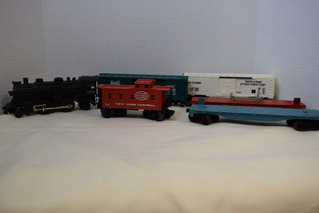 LIONEL LOCOMOTIVE 1060 & 5 TRAINS CARS