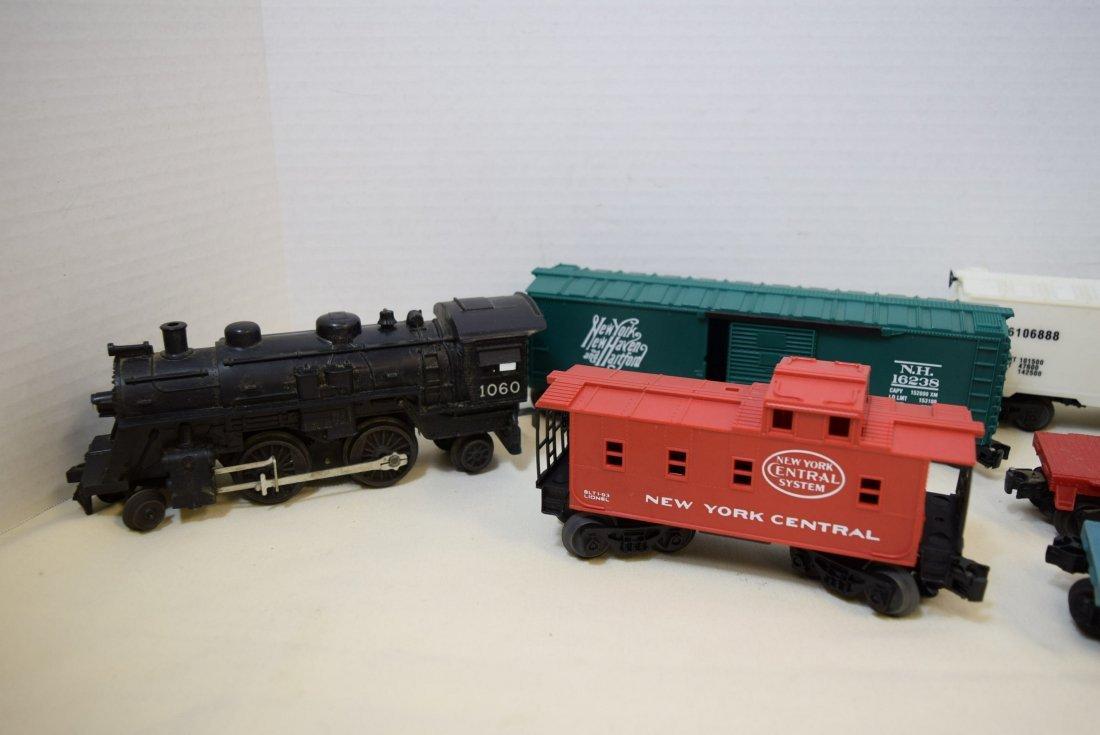 LIONEL LOCOMOTIVE 1060 & 5 TRAINS CARS - 2