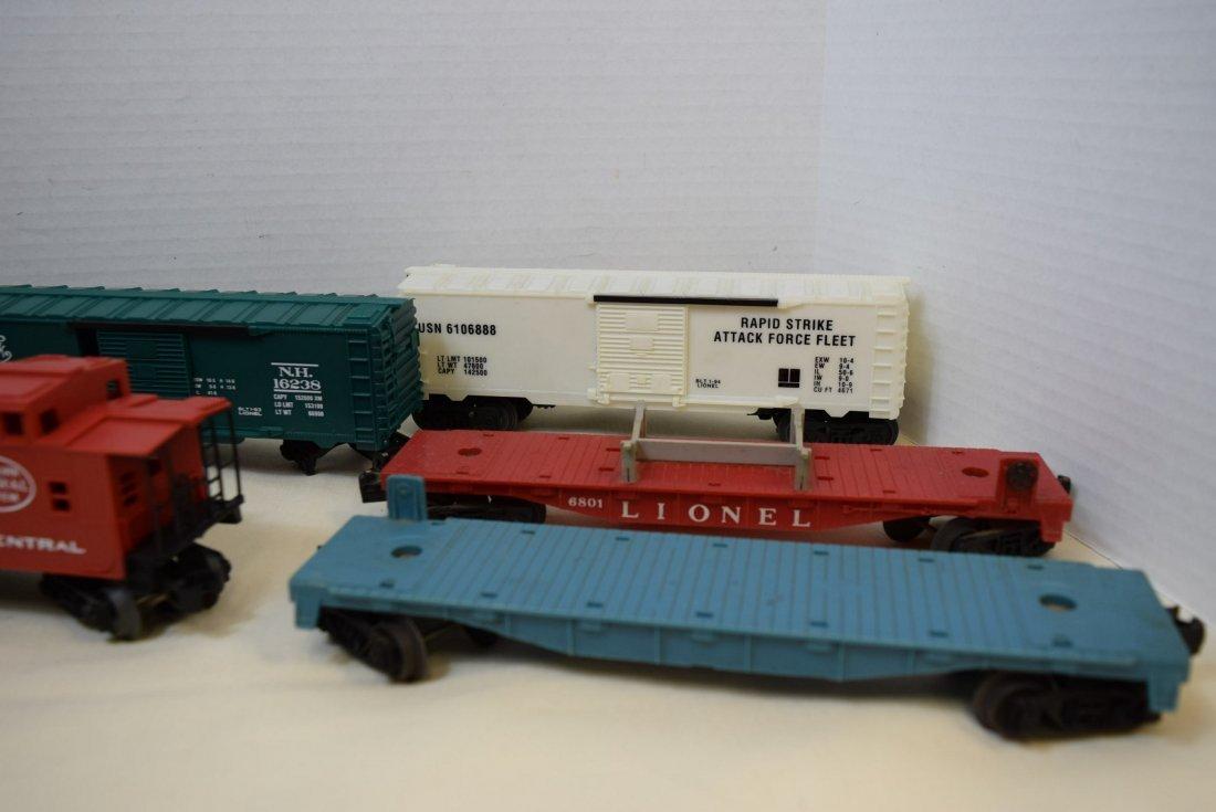 LIONEL LOCOMOTIVE 1060 & 5 TRAINS CARS - 3