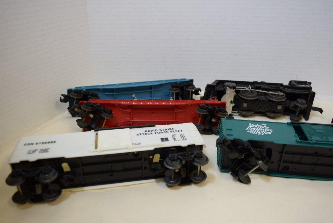LIONEL LOCOMOTIVE 1060 & 5 TRAINS CARS - 6