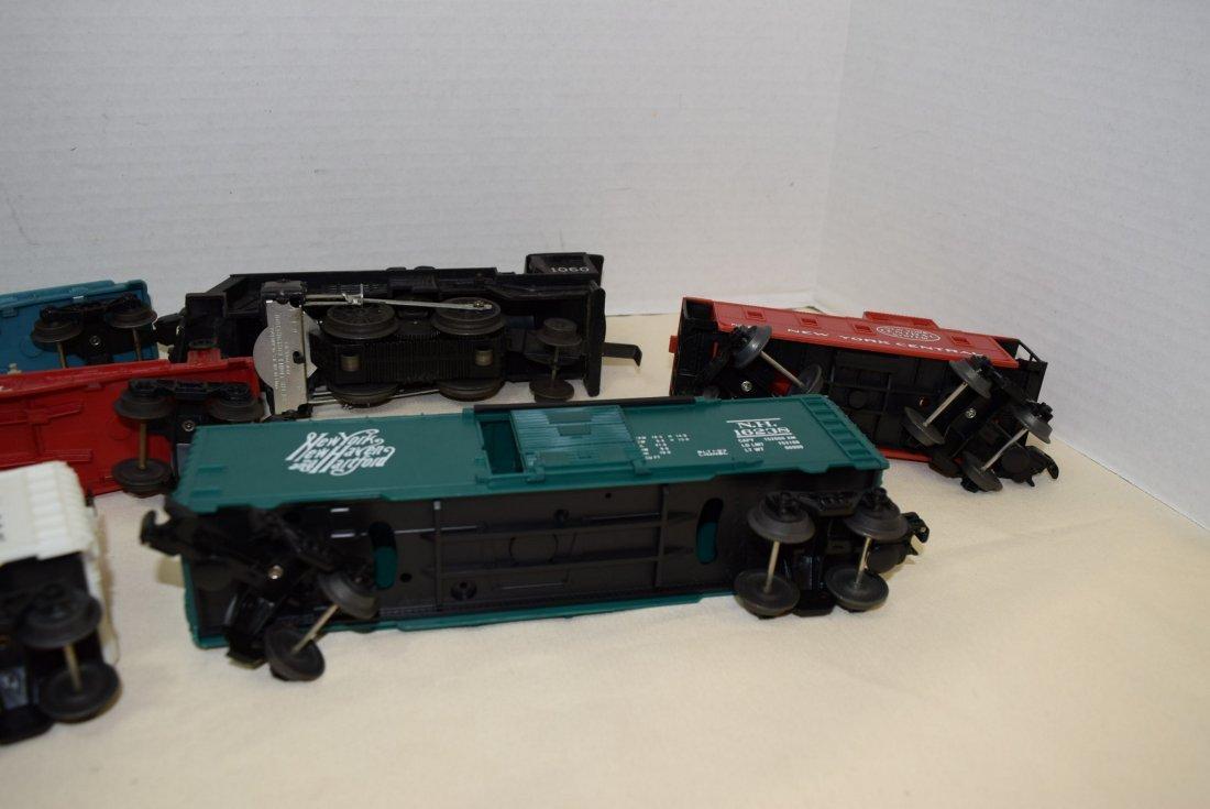 LIONEL LOCOMOTIVE 1060 & 5 TRAINS CARS - 7