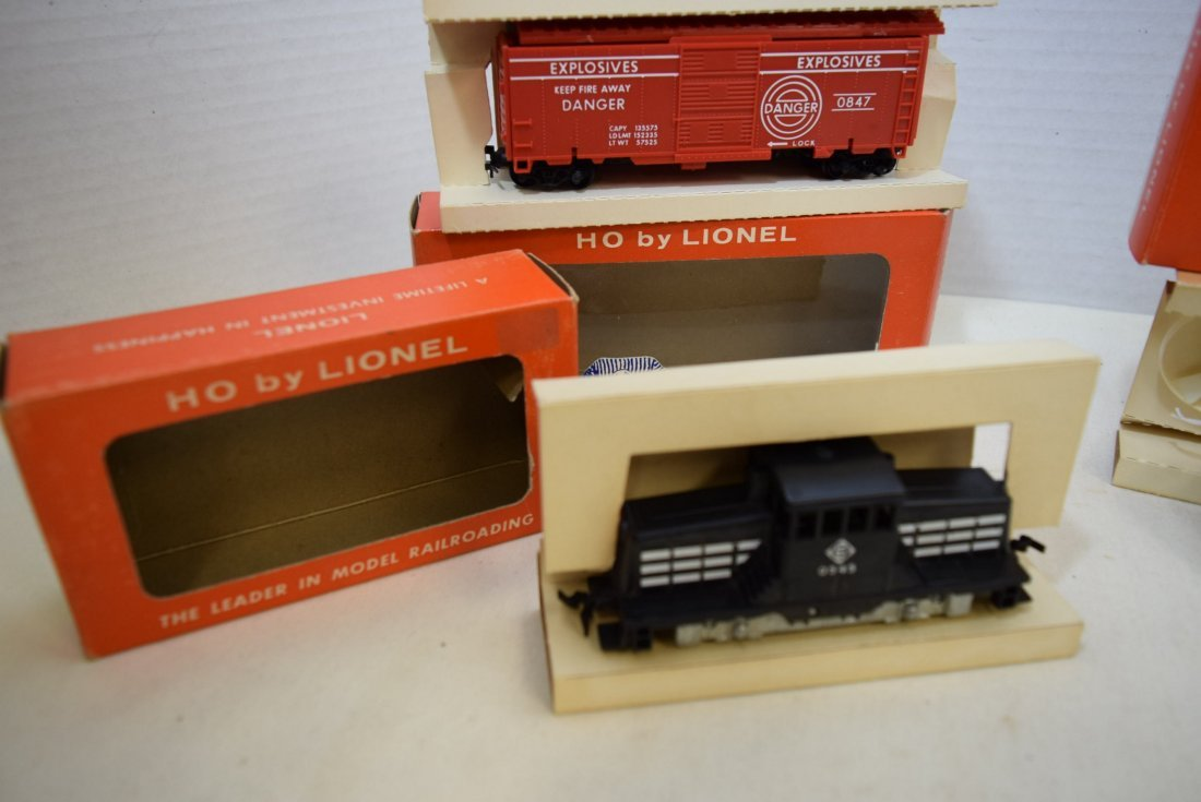 3 LIONEL HO SCALE LOCOMOTIVE TRAIN-TARGET CAR-TURB - 2