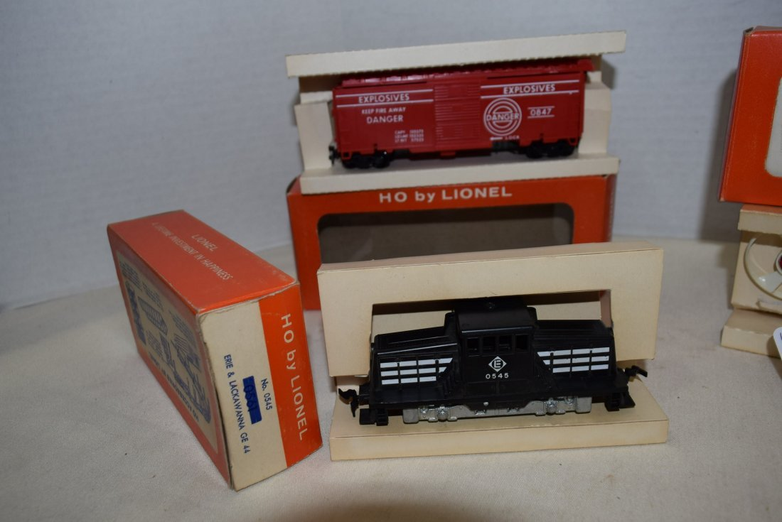 3 LIONEL HO SCALE LOCOMOTIVE TRAIN-TARGET CAR-TURB - 3