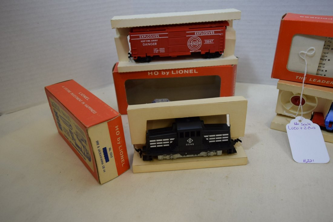 3 LIONEL HO SCALE LOCOMOTIVE TRAIN-TARGET CAR-TURB - 4