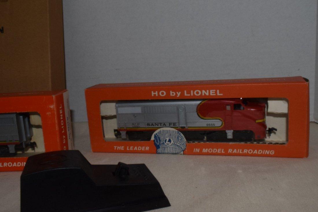 LIONEL HO TRAINS-0555P-60 LOCOMOTIVE & 0535W CAR F - 3