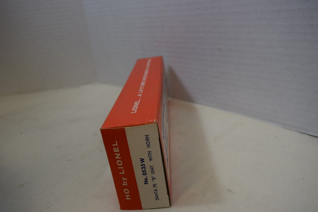 LIONEL TRAIN HO SCALE SANTA FE B-UNIT WITH HORN - - 2
