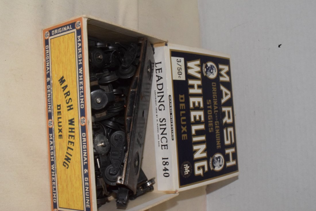 LIONEL 4 WHEEL TRUCKS WITH COUPLERS IN CIGAR BOX - 2