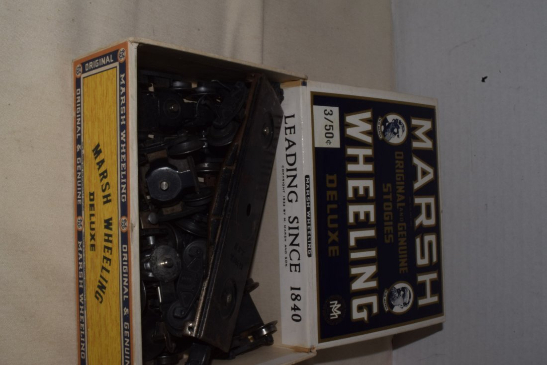 LIONEL 4 WHEEL TRUCKS WITH COUPLERS IN CIGAR BOX - 3