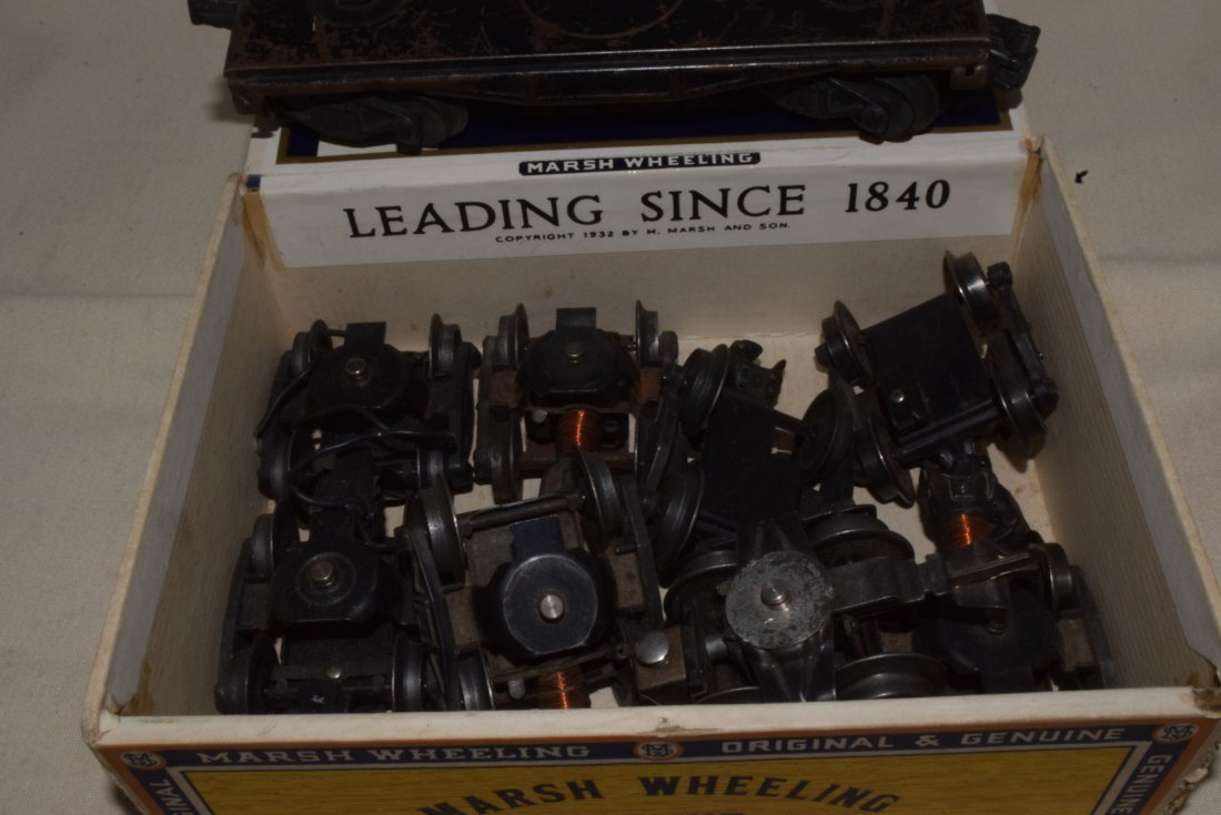 LIONEL 4 WHEEL TRUCKS WITH COUPLERS IN CIGAR BOX - 5
