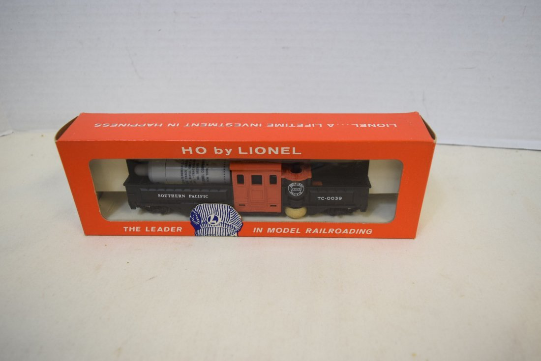 LIONEL HO SCALE TRAIN-MOTORIZED TRACK CLEANING CAR