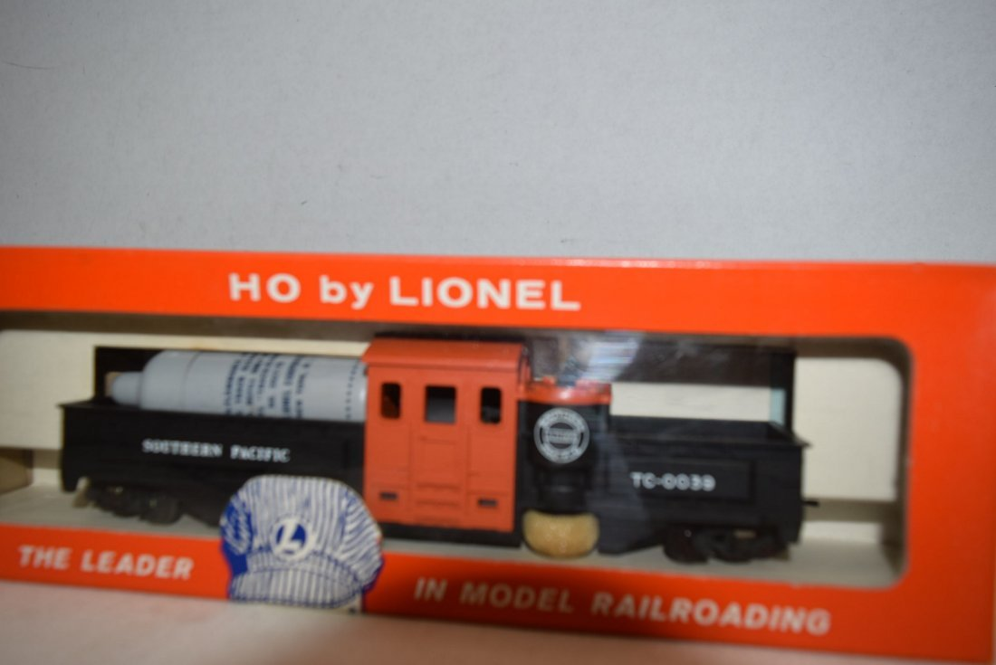 LIONEL HO SCALE TRAIN-MOTORIZED TRACK CLEANING CAR - 2