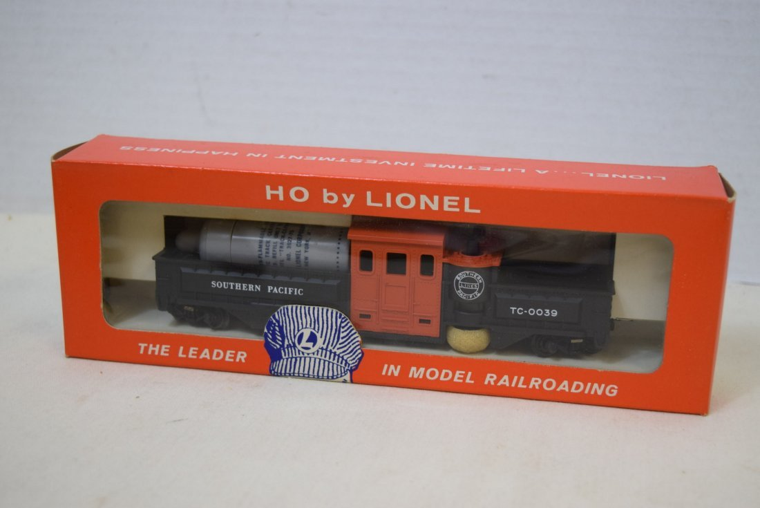 LIONEL HO SCALE TRAIN-MOTORIZED TRACK CLEANING CAR - 4
