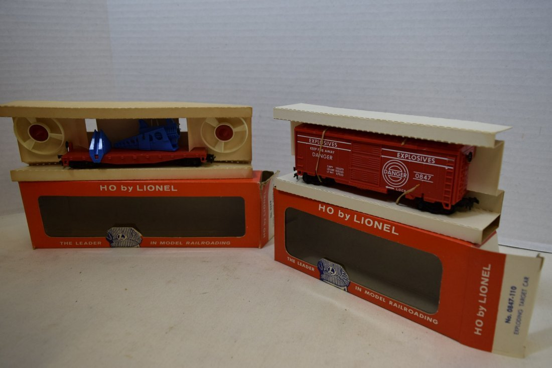 2 LIONEL HO SCALE TRAIN CARS- TURBO MISSILE FIRING