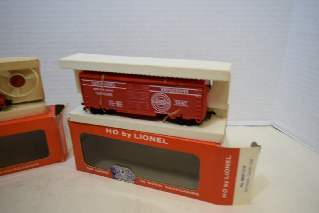 2 LIONEL HO SCALE TRAIN CARS- TURBO MISSILE FIRING - 2