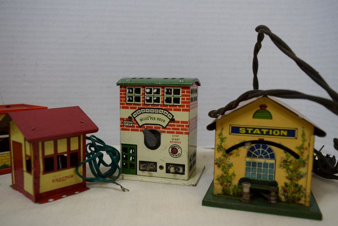 STATION HOUSES-PLASTIC-TIN LITHO AND MORE - 2