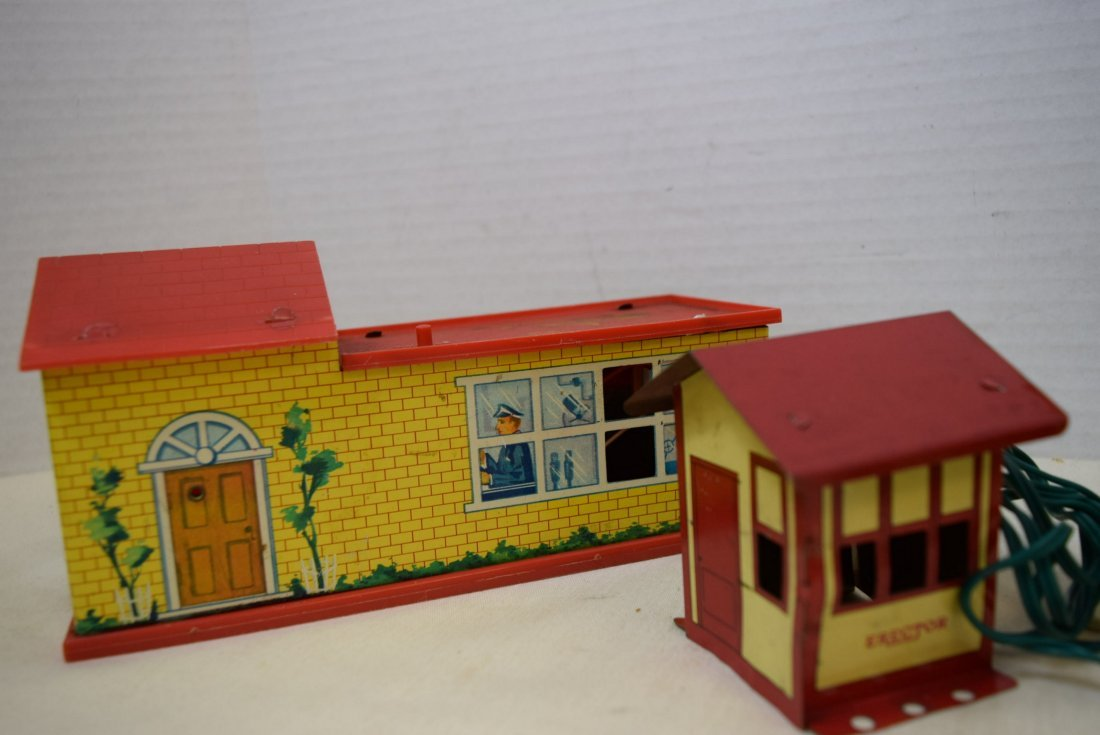 STATION HOUSES-PLASTIC-TIN LITHO AND MORE - 3