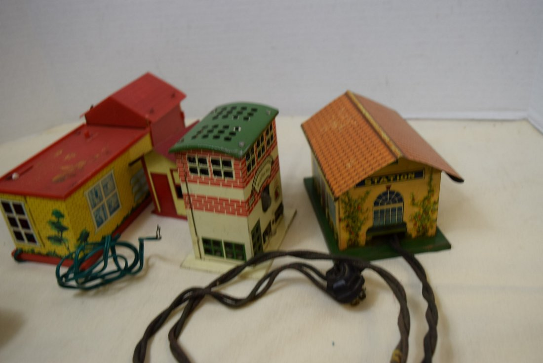 STATION HOUSES-PLASTIC-TIN LITHO AND MORE - 4