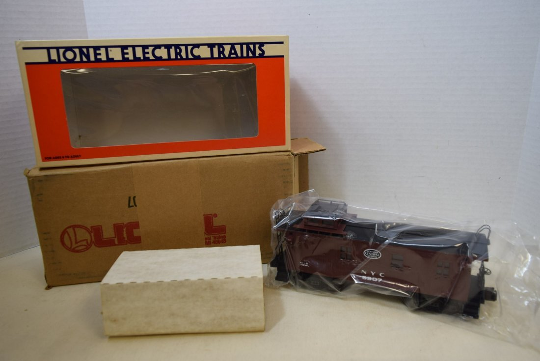 LIONEL LIGHTED WOODSIDED CABOOSE 6907 NIB