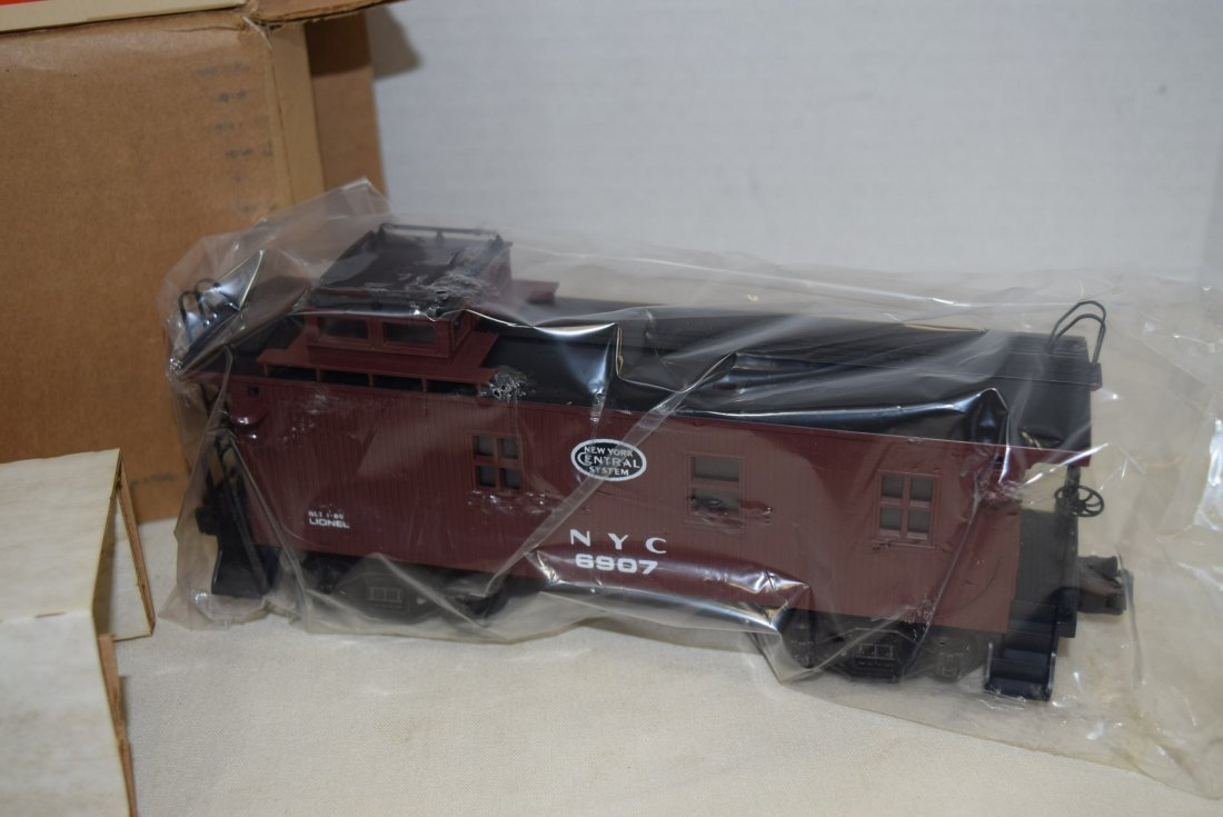 LIONEL LIGHTED WOODSIDED CABOOSE 6907 NIB - 3