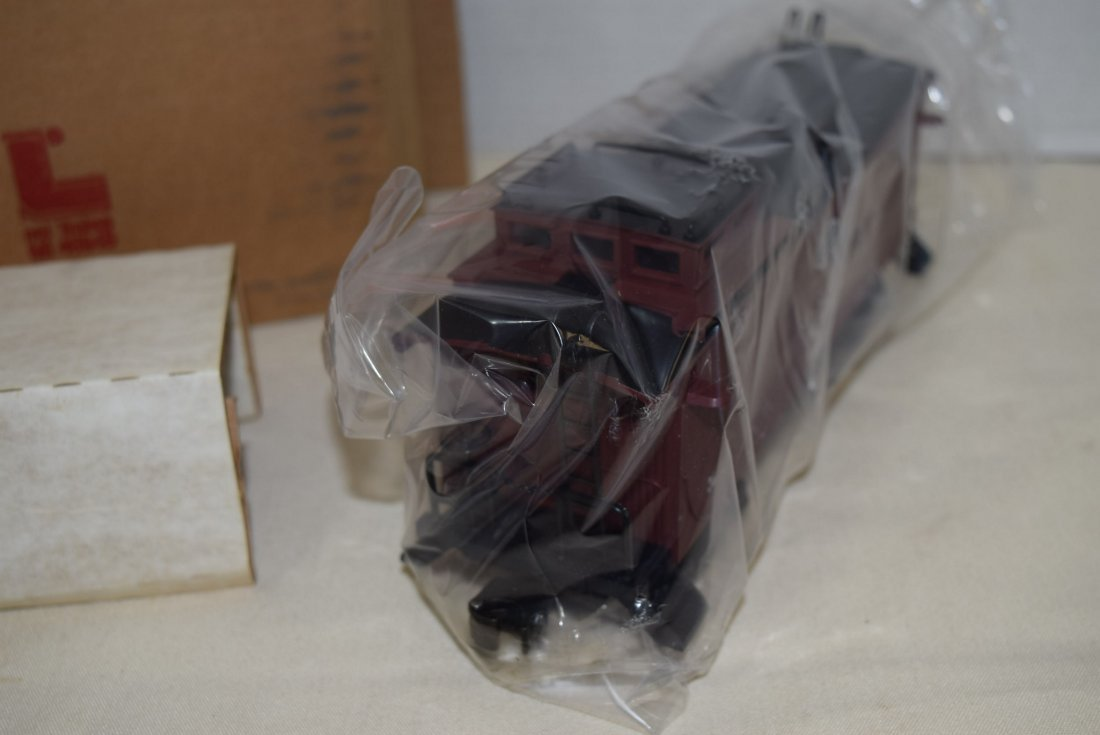 LIONEL LIGHTED WOODSIDED CABOOSE 6907 NIB - 4