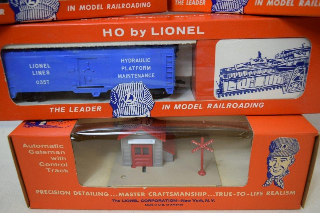 LIONEL HO SCALE TRAIN- AUTOMATIC GATEMAN-SHERIFF & - 4