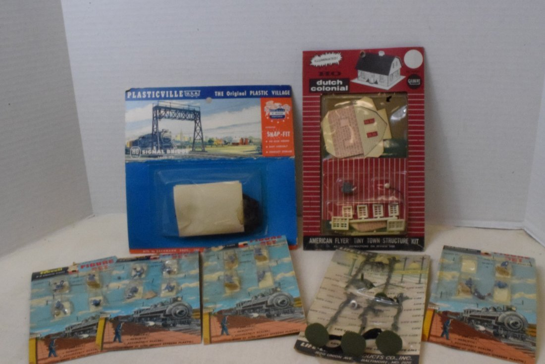 REVELL LIFE-LIKE HO SCALE FIGURE SETS NEW IN PACKA