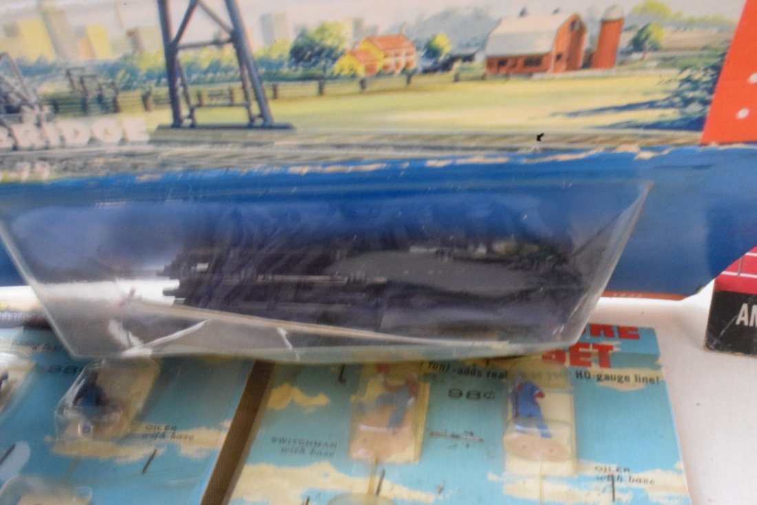REVELL LIFE-LIKE HO SCALE FIGURE SETS NEW IN PACKA - 5