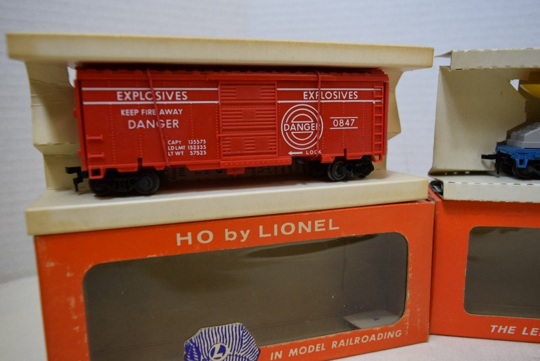 LIONEL TRAIN HO SCALE-SATELITTE  LAUNCHING CAR-TAN - 2