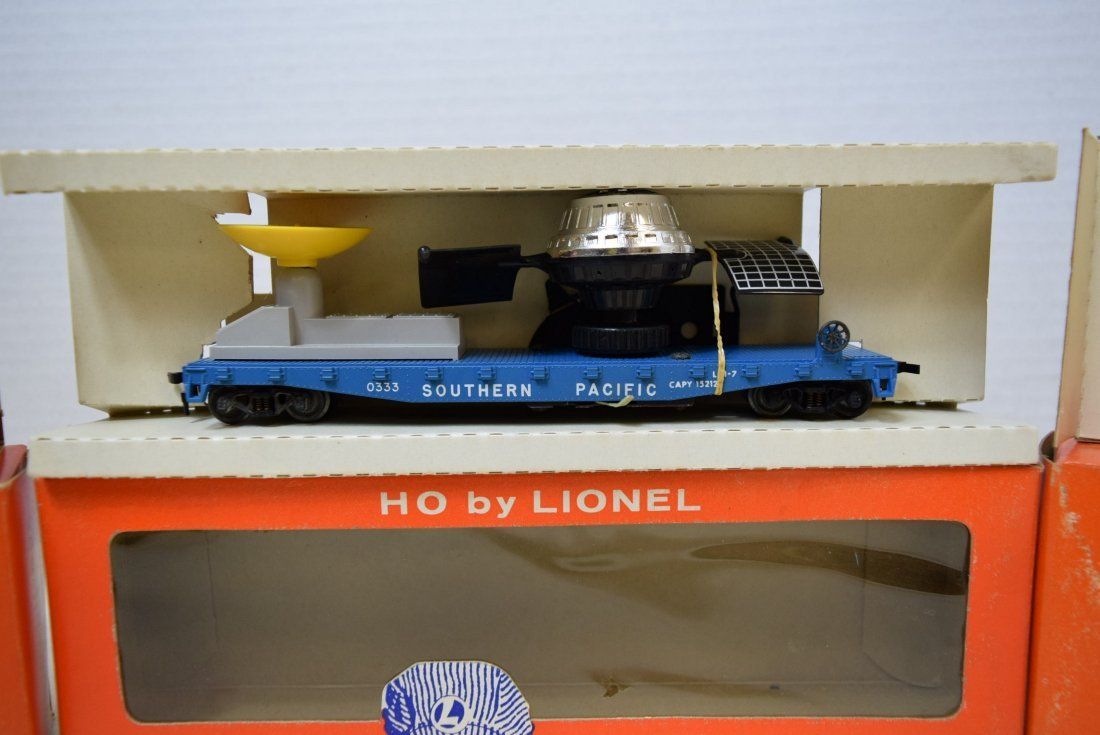 LIONEL TRAIN HO SCALE-SATELITTE  LAUNCHING CAR-TAN - 3