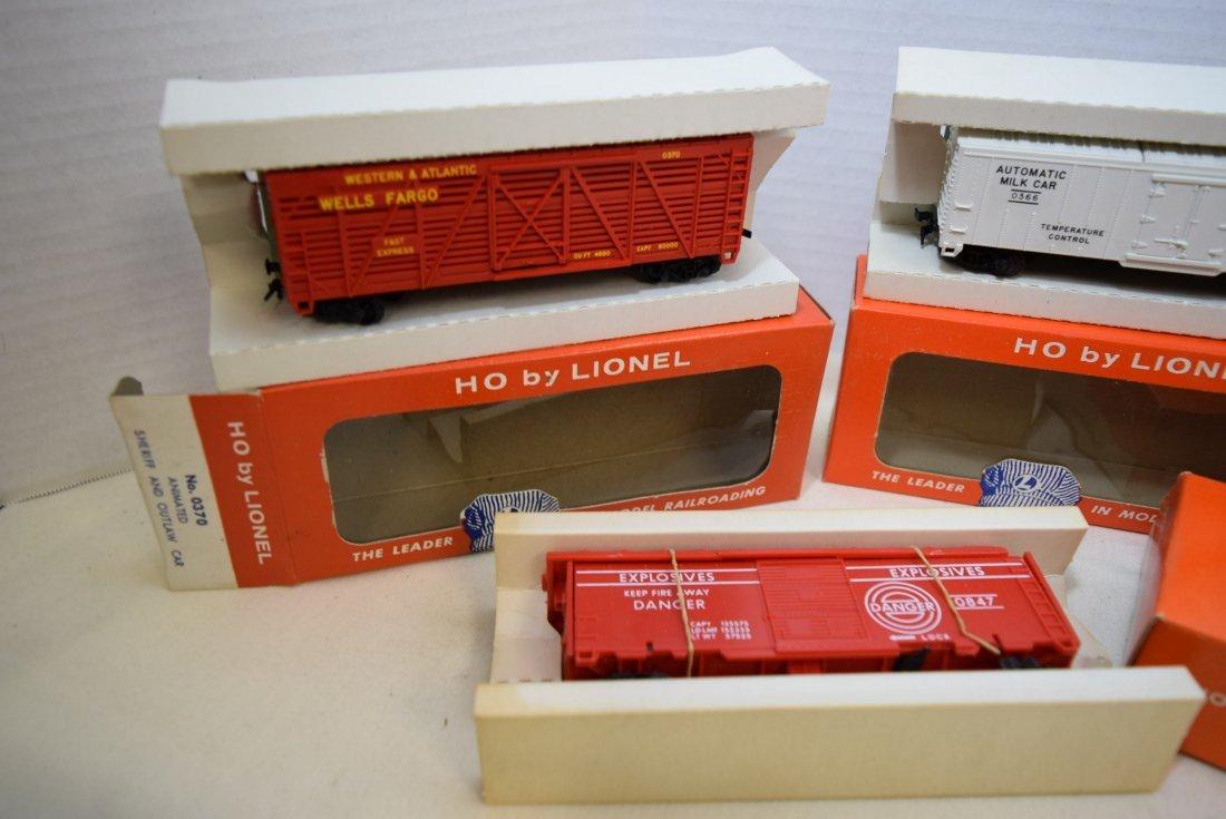 4 LIONEL HO SCALE TRAIN CARS- SANTA FE BOXCAR-OPER - 2