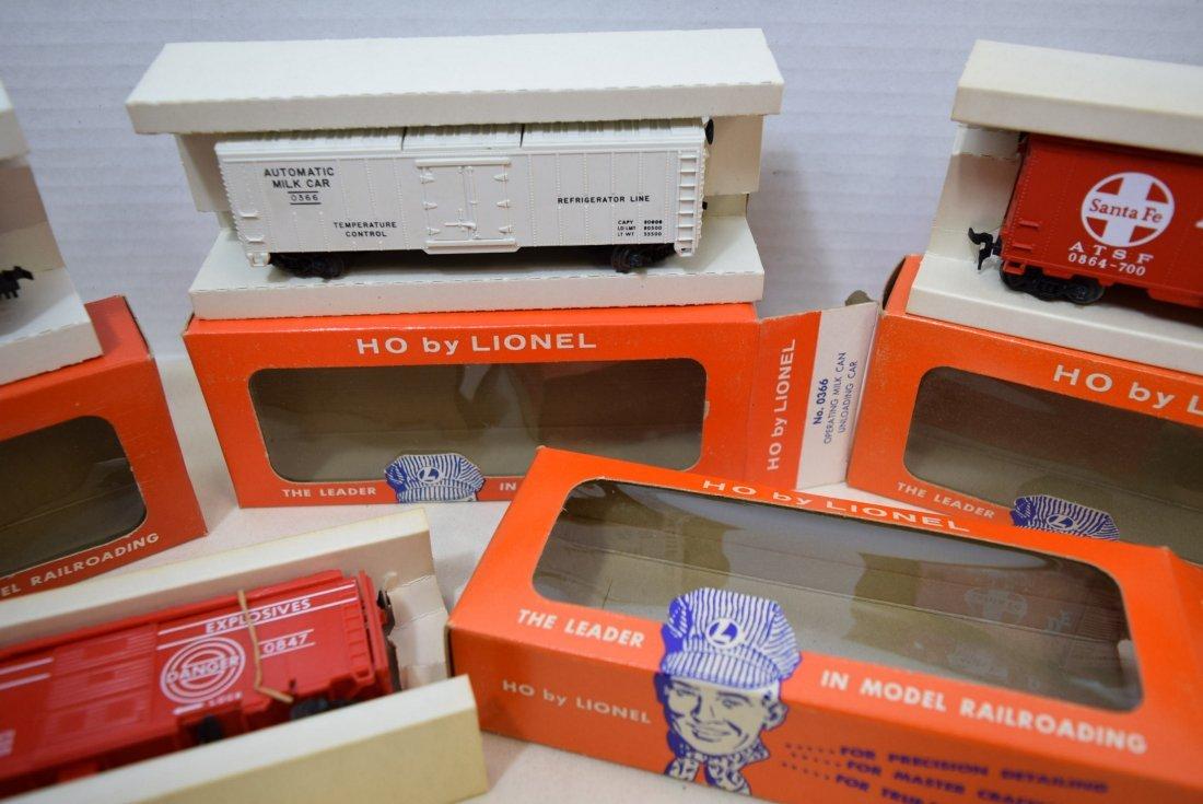 4 LIONEL HO SCALE TRAIN CARS- SANTA FE BOXCAR-OPER - 3
