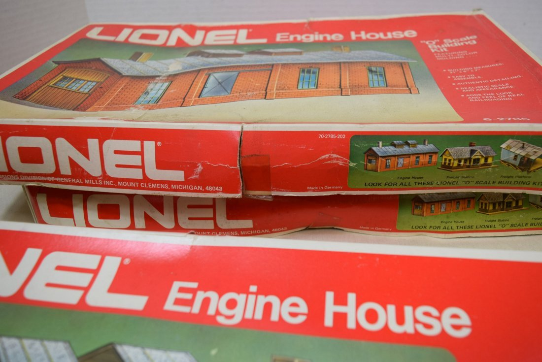 3 LIONEL ENGINE HOUSES 6-2785 IN ORIGINAL BOXES. - 4