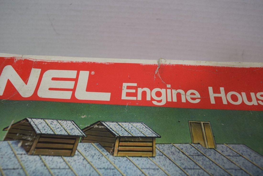 3 LIONEL ENGINE HOUSES 6-2785 IN ORIGINAL BOXES. - 5