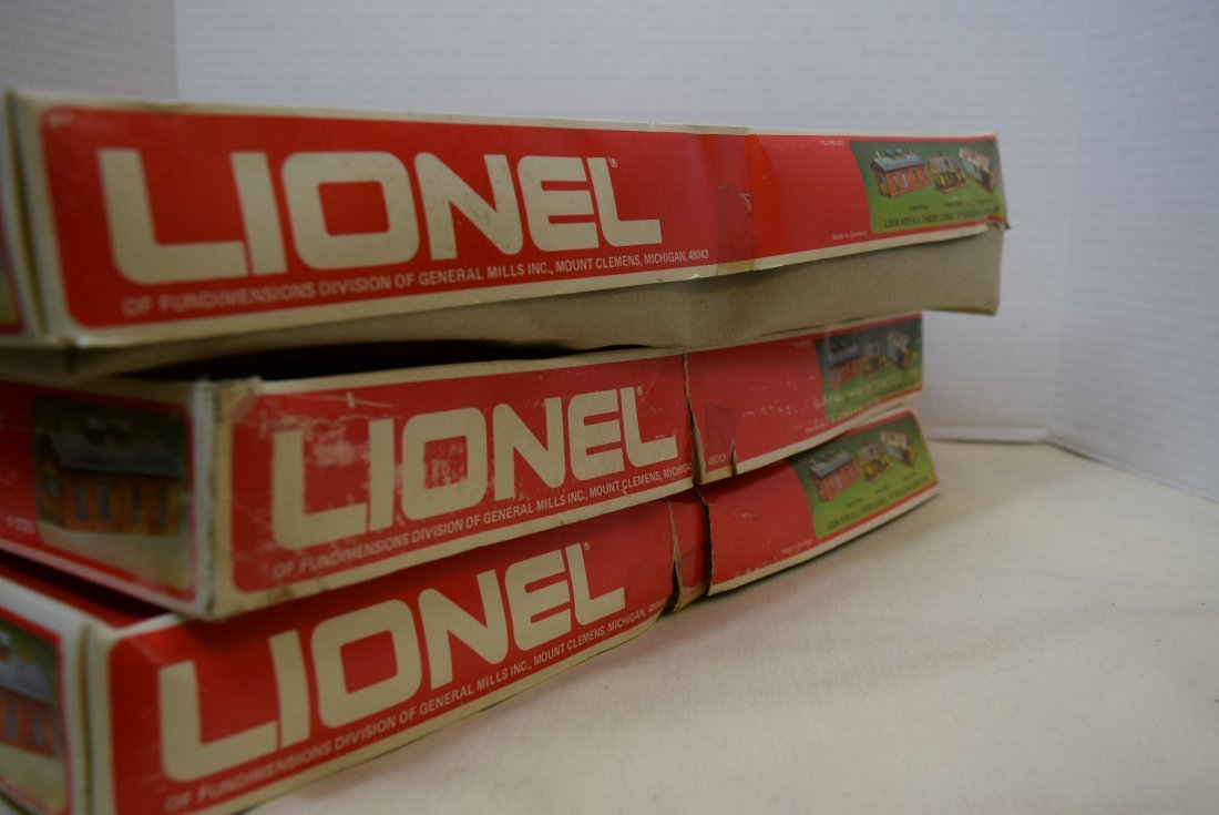 3 LIONEL ENGINE HOUSES 6-2785 IN ORIGINAL BOXES. - 7