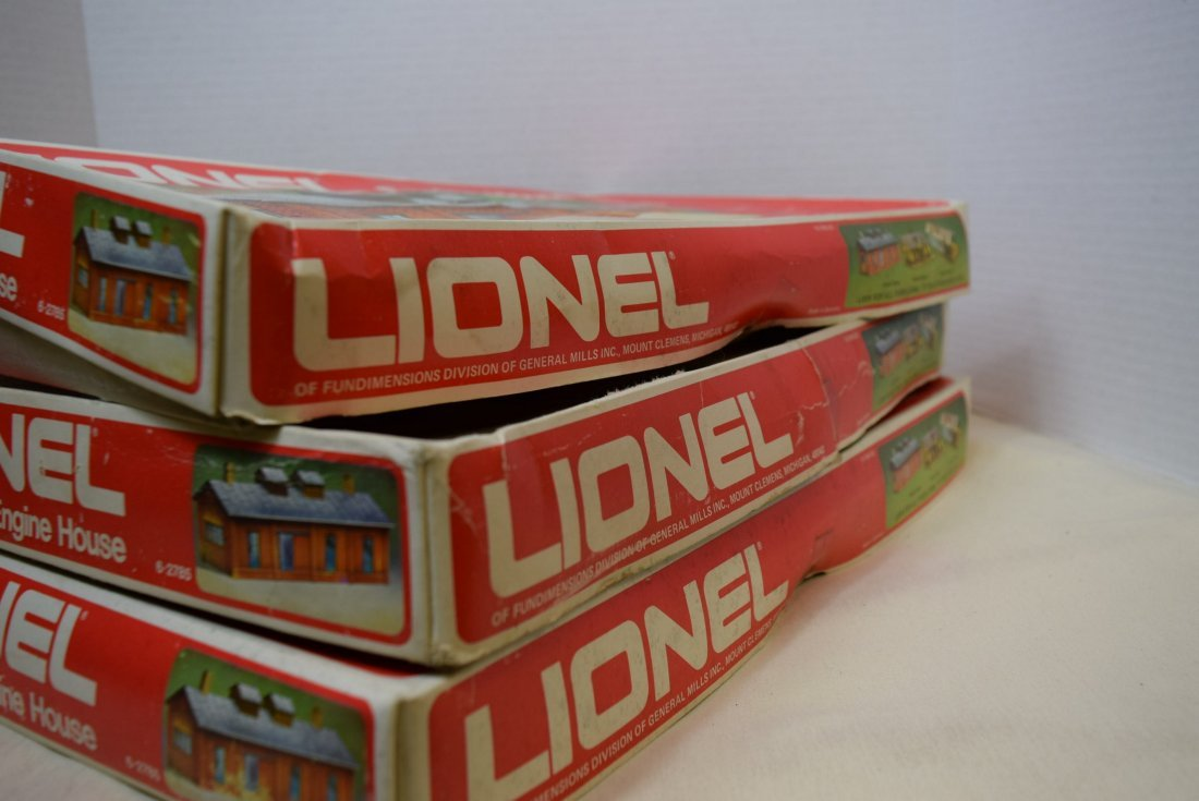 3 LIONEL ENGINE HOUSES 6-2785 IN ORIGINAL BOXES. - 8