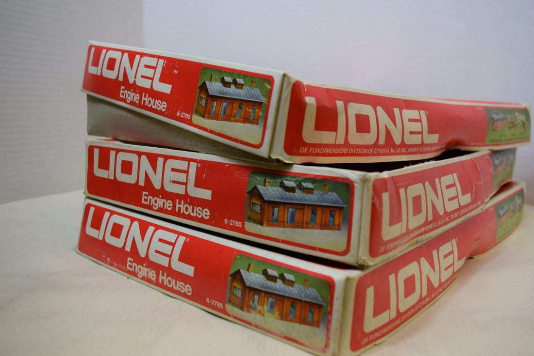 3 LIONEL ENGINE HOUSES 6-2785 IN ORIGINAL BOXES. - 9