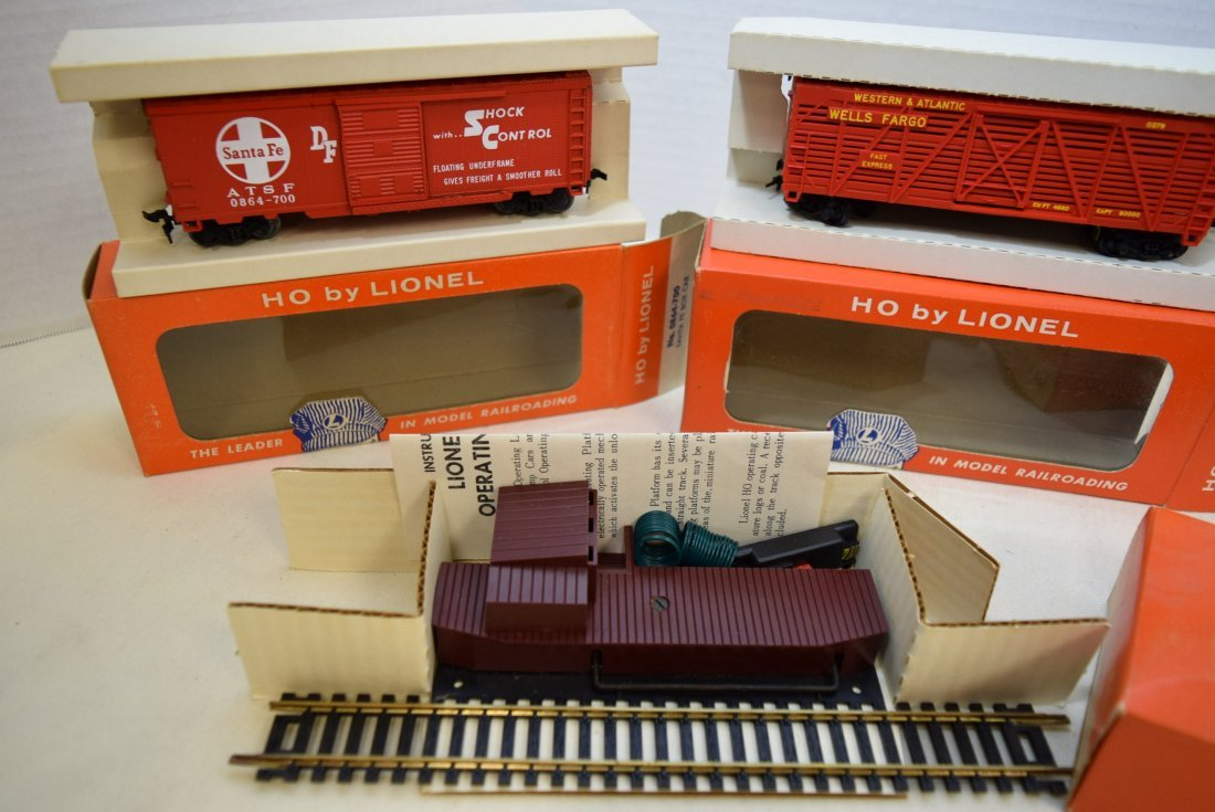 3 LIONEL HO SCALE TRAIN CARS-SANTA FE BOXCAR-SHERI