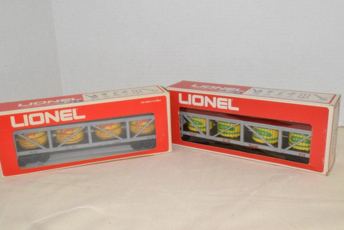 LIONEL TRAIN PICKLE AND PINEAPPLE CARS-NIB