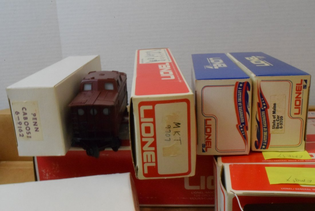 4 PARTIAL LIONEL TRAIN SETS -MANY NIB LIONEL TRAIN - 3