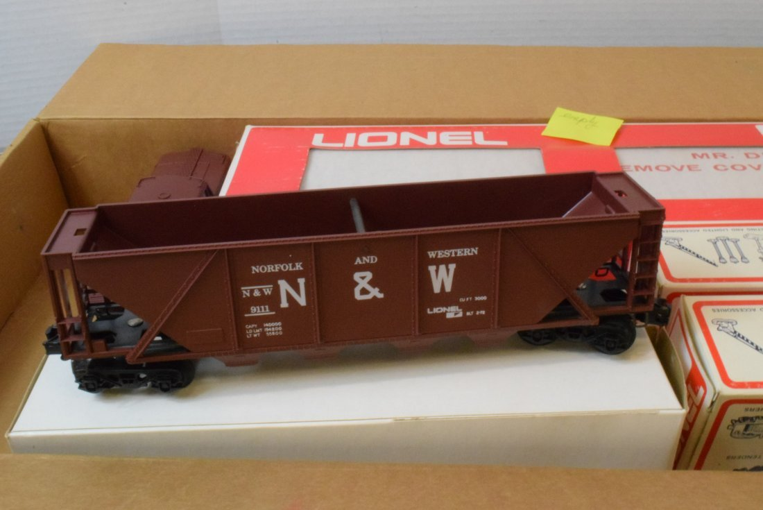 4 PARTIAL LIONEL TRAIN SETS -MANY NIB LIONEL TRAIN - 5