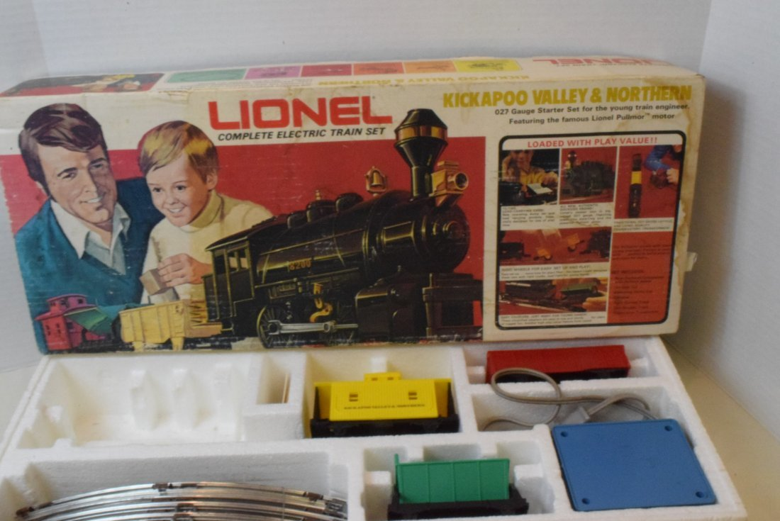 4 PARTIAL LIONEL TRAIN SETS -MANY NIB LIONEL TRAIN - 6