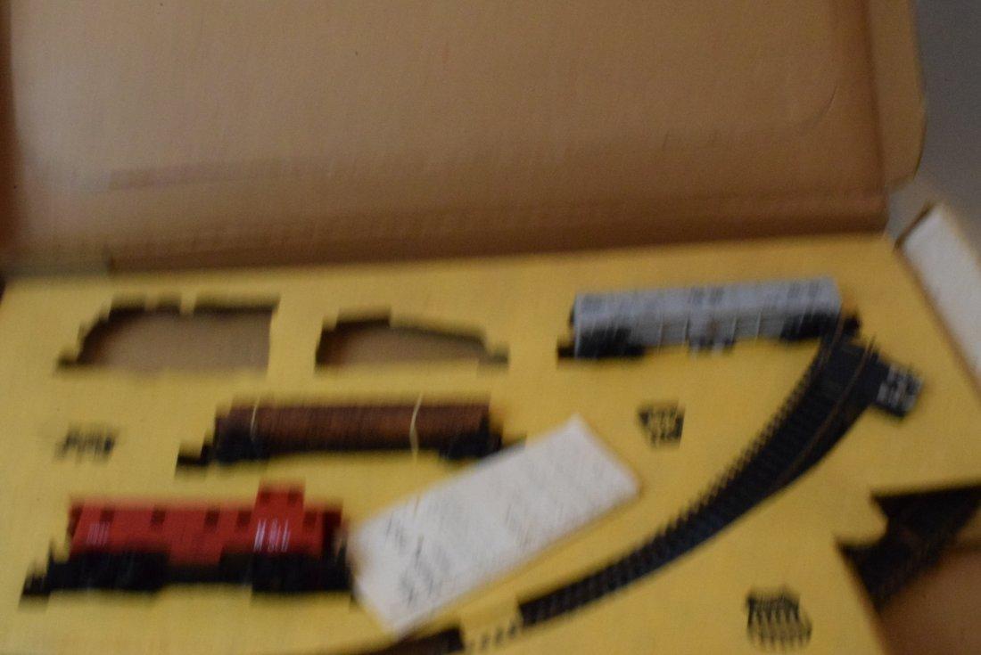 3 LIONEL PARTIAL HO TRAIN SETS - 4