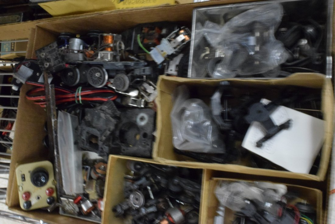 LOT OF AMERICAN FLYER PARTS - 2