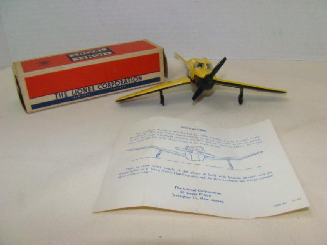 LIONEL  YELLOW & BLACK BEECHCRAFT AIRPLANE - NIB