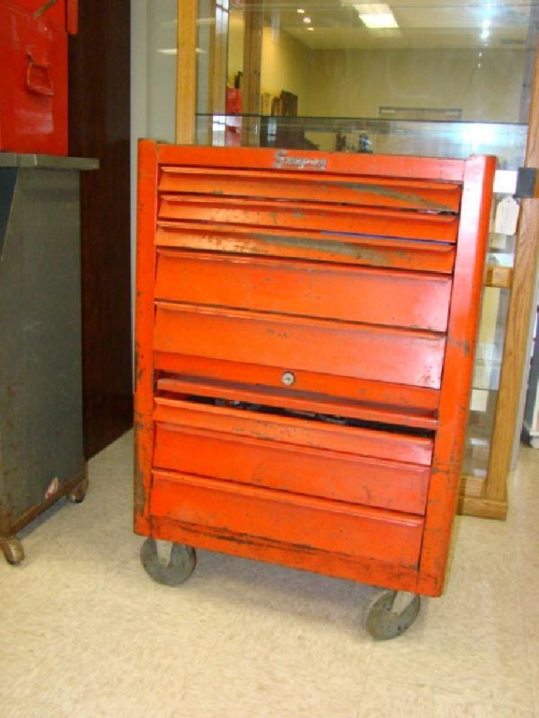 SNAP ON ROLLING TOOL CHEST WITH TOOLS