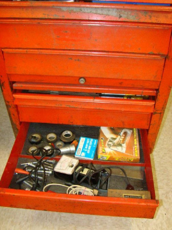 SNAP ON ROLLING TOOL CHEST WITH TOOLS - 2