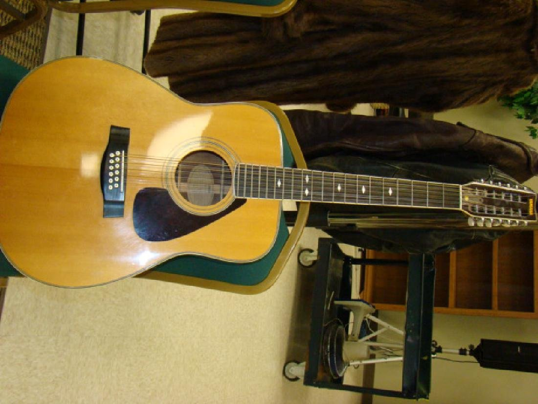 YAMAHA ACCOUSTIC GUITAR IN CASE